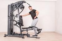 Das Workout am Beinstrecker trainiert optimal die Oberschenkelvorderseite